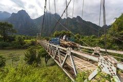 A ponte de suspensão que cruza o rio de Nam Song Imagens de Stock