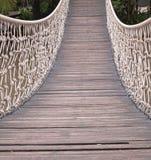 Ponte de suspensão sobre o fluxo Fotos de Stock