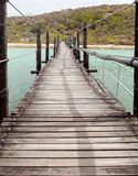 Ponte de suspensão de madeira longa Fotos de Stock