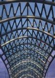 Ponte de Tbilisi da opinião do telhado da paz imagem de stock