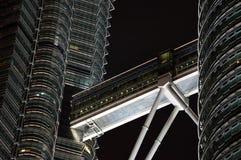 Ponte de torres de Petronas em Kuala Lumpur, Malásia Imagem de Stock
