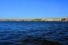 Ponte de Troitsk no rio de Neva em St Petersburg, Rússia em St Petersburg, Rússia Fotografia de Stock