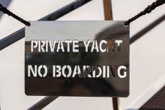 Ponte de um navio luxuoso privado com nenhum si privado do iate da entrada Fotografia de Stock Royalty Free