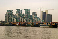 Ponte de Vauxhall, rio Tamisa, Londres Imagem de Stock Royalty Free