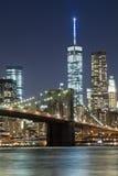 A ponte de w Brooklyn da skyline de New York City Foto de Stock Royalty Free
