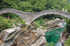 Ponte dei Salti - Val Verzasca 免版税库存照片