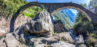 Ponte dei Salti, Verzasca Tal, die Schweiz Stockbilder