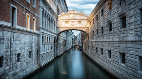 Ponte dei Sospiri in Venice. Early in the morning before sunrise Royalty Free Stock Photography