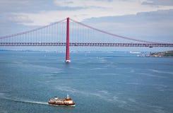 Ponte del 25 aprile sopra il Tago, Lisbona, Portogallo Fotografia Stock Libera da Diritti