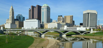 Ponte del centro di Columbus Ohio Skyline Rich Street Immagine Stock