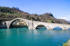 Ponte del Diavolo eller Ponte della Maddalena, Borgo en Mozzano, Luc Royaltyfria Foton