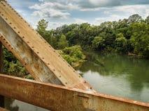Ponte del ferro sopra il fiume White fotografia stock