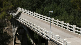 Ponte del fiume della montagna Fotografie Stock