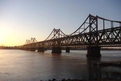 Ponte del fiume Yalu (alba) fotografia stock libera da diritti