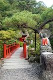 Ponte del giardino del tempio di ji di Oya vicino ad Utsunomiya nel Giappone fotografie stock