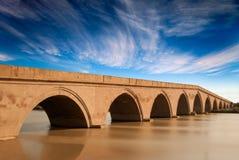 Ponte del koyunbaba con il cielo meraviglioso Immagini Stock Libere da Diritti