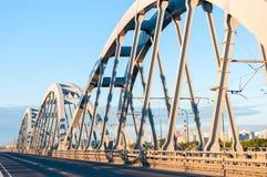 Ponte del metallo per le automobili ed i treni Immagini Stock Libere da Diritti