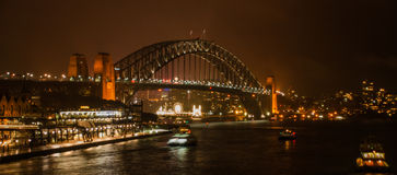 Ponte del porto alla notte Fotografia Stock Libera da Diritti
