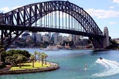 Ponte del porto di Sidney e città moderna Fotografia Stock
