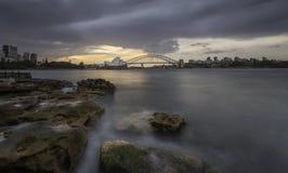 Ponte del porto e del teatro dell'opera in Sydney Australia Immagini Stock Libere da Diritti