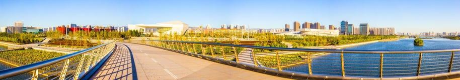Ponte del scena-pedone di Tai-Yuan sul fiume di Fenhe del Th immagini stock libere da diritti