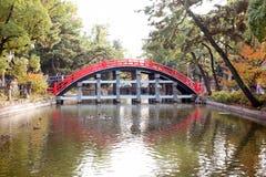 Ponte del tamburo del santuario di Sumiyoshi Taisha, Osaka Immagini Stock