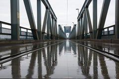 Ponte del treno su pioggia Fotografia Stock Libera da Diritti