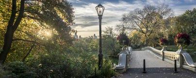 Ponte dell'arco in autunno Fotografie Stock
