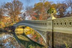 Ponte dell'arco in autunno Fotografie Stock Libere da Diritti