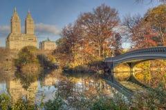 Ponte dell'arco in autunno Fotografia Stock