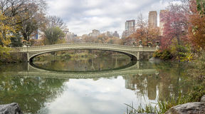 Ponte dell'arco in autunno tardo Immagini Stock