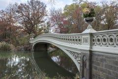 Ponte dell'arco in autunno tardo Immagine Stock