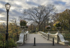 Ponte dell'arco in autunno tardo Immagini Stock Libere da Diritti