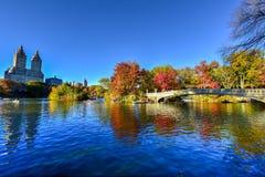 Ponte dell'arco, Central Park in autunno Fotografia Stock