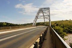Ponte dell'arco sopra il fiume di Mtamvuma Immagine Stock