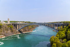Ponte dell'arcobaleno di cascate del Niagara Fotografie Stock