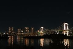 Ponte dell'arcobaleno di Odaiba alla notte Immagine Stock Libera da Diritti
