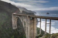 Ponte dell'insenatura di Bixby dopo la tempesta Fotografia Stock
