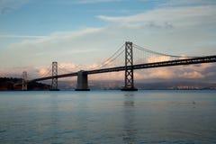 Ponte della baia dal pilastro 14, San Francisco, tramonto Immagini Stock Libere da Diritti