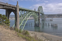 Ponte della baia di Yaquina a Newport Oregon Fotografia Stock
