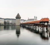 Ponte della cappella, nella foschia e nel cielo nuvoloso Fotografia Stock Libera da Diritti