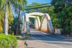Ponte della corrente di Anahulu della città di Haleiwa Immagini Stock Libere da Diritti