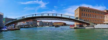 在大运河的Ponte della Costituzione在威尼斯,意大利 免版税图库摄影