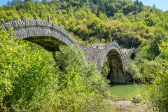 Ponte della pietra di Kalogeriko Zagori centrale, Grecia Immagini Stock