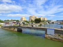 Ponte della strada che attraversa canale francese Fotografia Stock Libera da Diritti