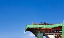Ponte della strada della costruzione sul chiaro cielo Fotografie Stock