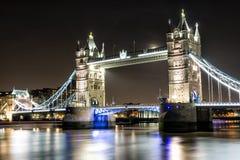 Ponte della torre di Londra attraverso il Tamigi Fotografie Stock