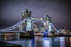 Ponte della torre di Londra, Regno Unito durante la notte fotografia stock libera da diritti