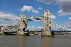 Ponte della torre di Londra in un giorno soleggiato Fotografia Stock