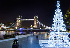 Ponte della torre ed il Tamigi al Natale Fotografia Stock Libera da Diritti